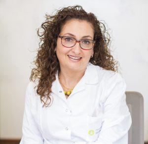 ديانا حولا، دكتوراه في الطب